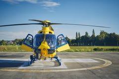 Servicio m?dico de la emergencia del helic?ptero fotografía de archivo