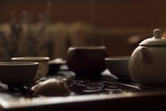 Servicio para la ceremonia de té del chino tradicional Sistema de equipo para el té de consumición Foto de archivo