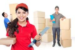 Servicios de entrega femeninos profesionales Fotos de archivo libres de regalías