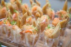 Servicios del abastecimiento en la tabla en el banquete de boda Foto de archivo libre de regalías