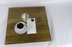 Servido con una taza de café y de azúcar imagen de archivo libre de regalías