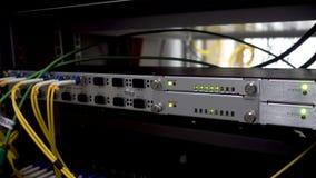 Servidor óptico conmutador Luces que destellan De fibra óptica Entradas video del IP audio Separa el ordenador en un estante en metrajes