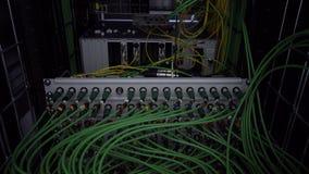Servidor, cables Omputers del ¡de Ð, centro de datos muchos cables, cámara móvil