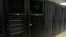 Servidor en centro de datos Representación computacional del almacenamiento de datos de la nube 3d almacen de video