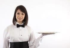 Servidor trigueno formal con la bandeja de plata Fotografía de archivo