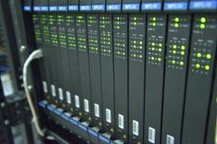 Servidores de la red de ordenadores con el LED que brilla intensamente Imagen de archivo libre de regalías