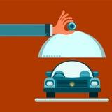 Servierteller mit Deckel in der Hand Auf der Platte liegt ein Auto stock abbildung