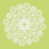 Serviette blanche de dentelle sur le fond vert illustration stock