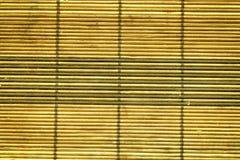 Serviette d'Autumn Maple Bamboo sur la table, vue supérieure, surface en bois de texture Image stock