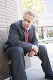 Serviette de Sitting On His d'homme d'affaires photographie stock libre de droits