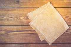 Serviette de toile sur la table de cuisine en bois de vintage Vue supérieure Image stock