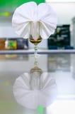 Serviette in einem Glas. lizenzfreies stockbild