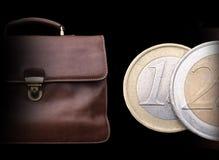 Serviette en cuir brune chère avec l'argent Image libre de droits