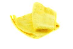 Serviette jaune pliée sous forme de place Photo libre de droits