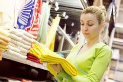 Serviettes d'achats de femme Image stock