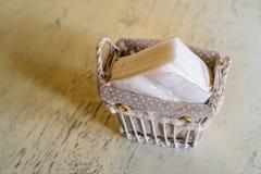 Serviettes de papier dans le restaurant photo stock