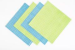 Serviettes de papier jetables servantes d'isolement sur le fond blanc image libre de droits