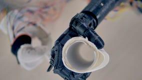 Serviettes de papier soulevé par le bras bionique 4K