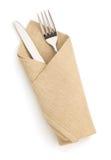 Servilleta, bifurcación y cuchillo aislados en blanco Imagenes de archivo