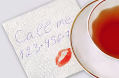 Servilleta con número y beso de teléfono. imágenes de archivo libres de regalías