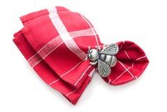 Servilleta con un anillo bajo la forma de mosca. Imagen de archivo libre de regalías