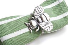 Servilleta con un anillo bajo la forma de mosca. Imágenes de archivo libres de regalías