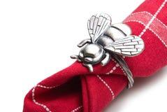 Servilleta con un anillo bajo la forma de mosca. Fotos de archivo libres de regalías