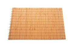 Servilleta de bambú en el fondo aislado blanco imagen de archivo