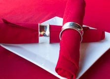 Servilleta roja mientras que placa Imagen de archivo libre de regalías