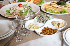 Servindo aperitivos frios Foto de Stock