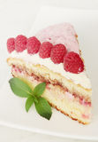 Serving cake with raspberry Royalty Free Stock Images