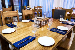 Serving dinner table in restaurant Royalty Free Stock Photography