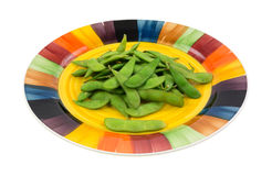 Serving of edamame pods on a colorful plate Royalty Free Stock Photos