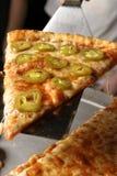 serving för closeuppepparpizza Fotografering för Bildbyråer