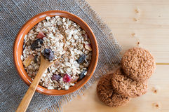 Serving muesli scattering of oat cookie on wooden table Royalty Free Stock Photography