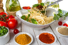 Serving spaghetti with fresh vegetables Royalty Free Stock Photography