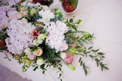 Serving wedding table flowers. Design Bureau for newlyweds Royalty Free Stock Photos