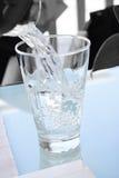 servingvatten fotografering för bildbyråer