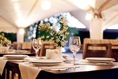 Servir dans le restaurant image libre de droits