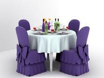 Servir une table de fête pour quatre personnes Photo stock