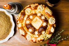 Servisch die slavabrood in in traditionele stijl wordt verfraaid royalty-vrije stock fotografie