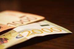 Servisch geld in document, de koers van bankbiljet 1000 en 2000 dinars Royalty-vrije Stock Fotografie