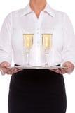 Servitrisportionexponeringsglas av champagne Royaltyfri Bild