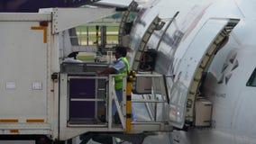 Servizi di approvvigionamento di linea aerea sul lavoro archivi video