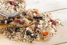 Servizio del cereale all'ingrosso sulla tavola di legno fotografia stock libera da diritti