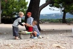 Servizio del gioco di bambini Fotografie Stock