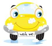 Servizio del lavaggio di automobile - automobile gialla felice Immagine Stock