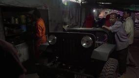 Servizio dell'automobile in Goa del nord stock footage