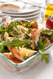 Servizio dell'insalata di pasta Fotografia Stock