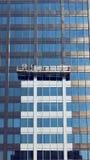 Servizio di pulizia di Windows per i grattacieli Fotografie Stock Libere da Diritti